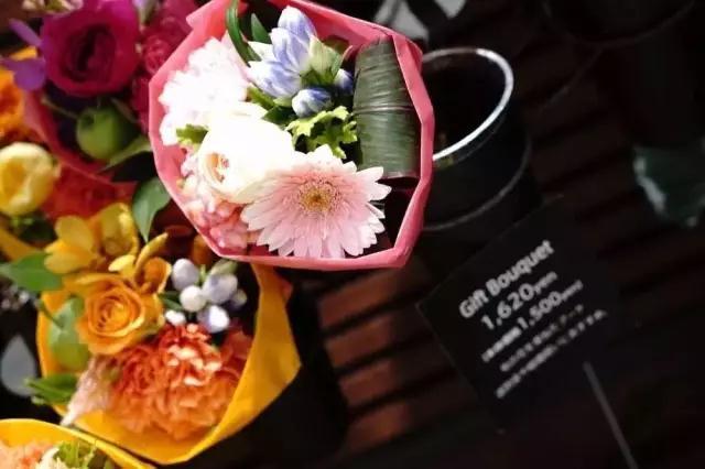 送花福利 | 去日本街头的花房,找寻生活中的小确幸